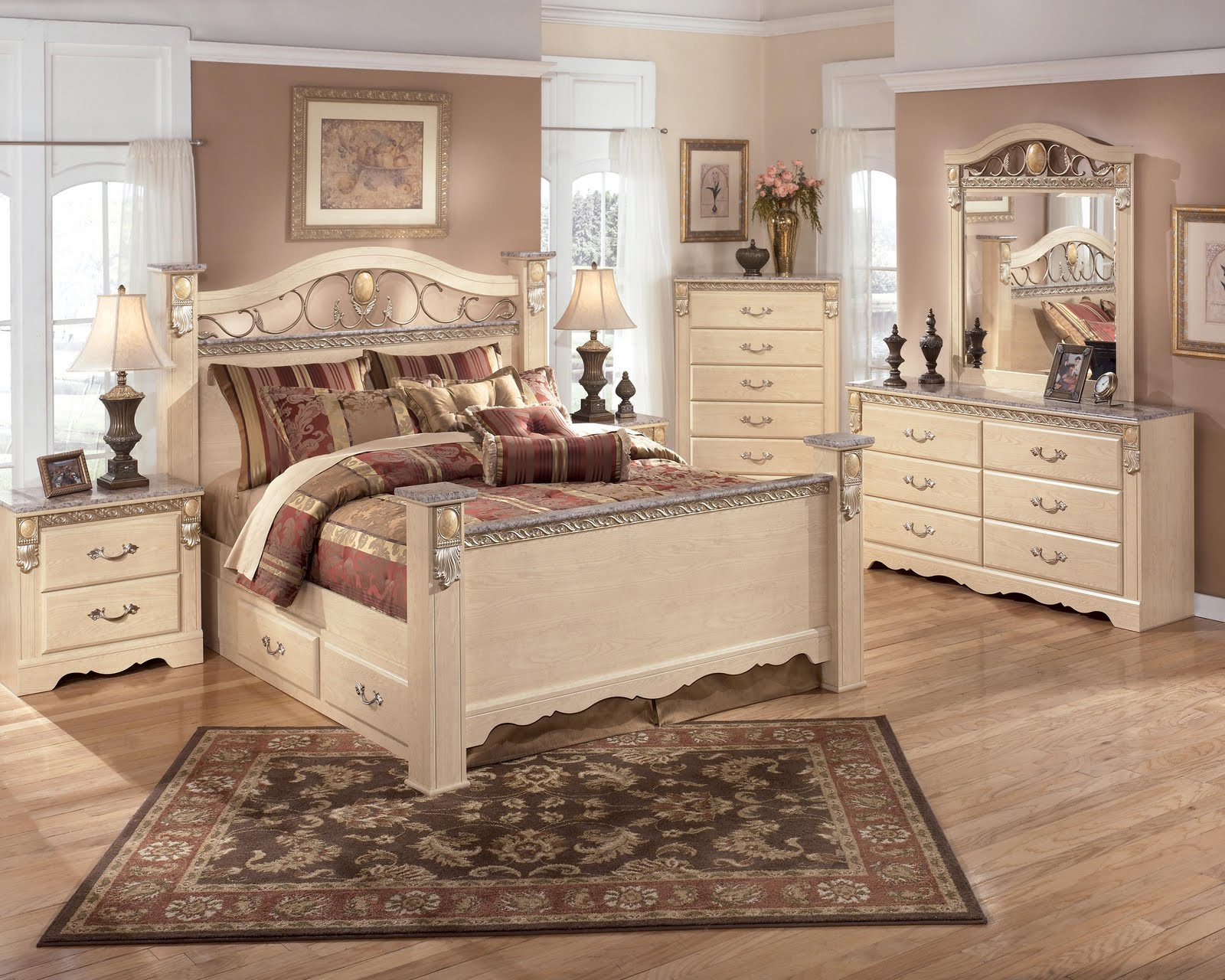 About Us | Royal Furniture Outlet